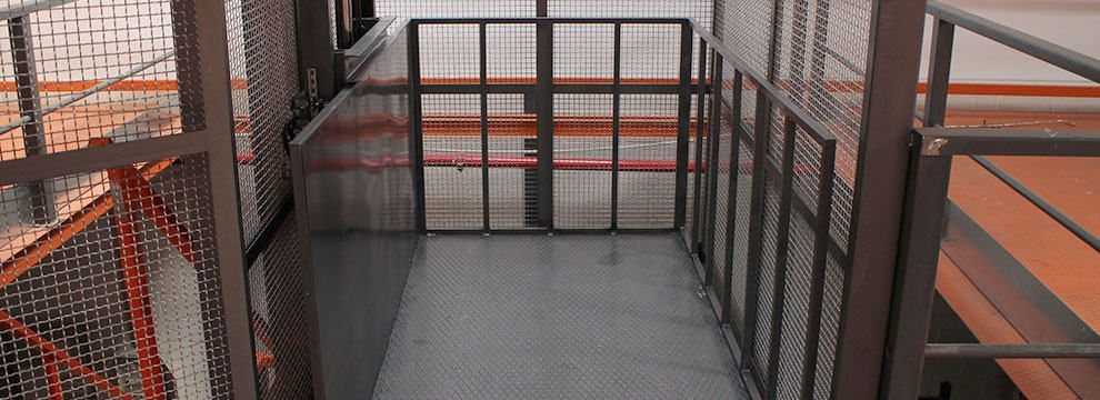 Montacargas hidráulicos de simple columna, de bajo consumo y gran capacidad, indicados para su uso en industria, comercios, almacenes, hostelería, etc.