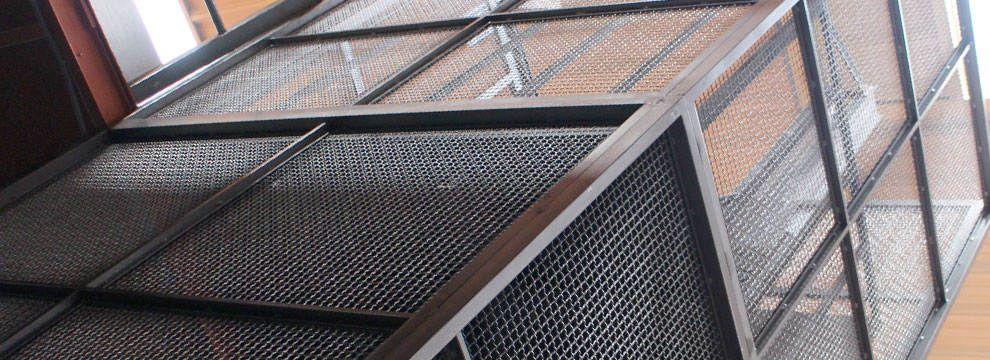 Montacargas hidráulicos de doble columna, de bajo consumo y gran capacidad, indicados para su uso en industria, comercios, almacenes, hostelería, etc.