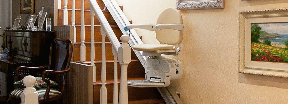 Las sillas salvaescaleras de tramo recto facilitan la accesibilidad a cualquier escalera a personas con movilidad reducida eliminando de esta forma las barreras arquitectónicas.