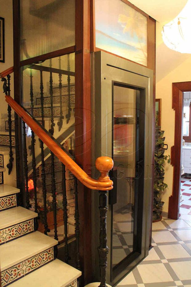 Ascensores unifamiliares en Málaga para uso de personas con movilidad reducida ideales para viviendas unifamiliares, locales comerciales, comunidades.