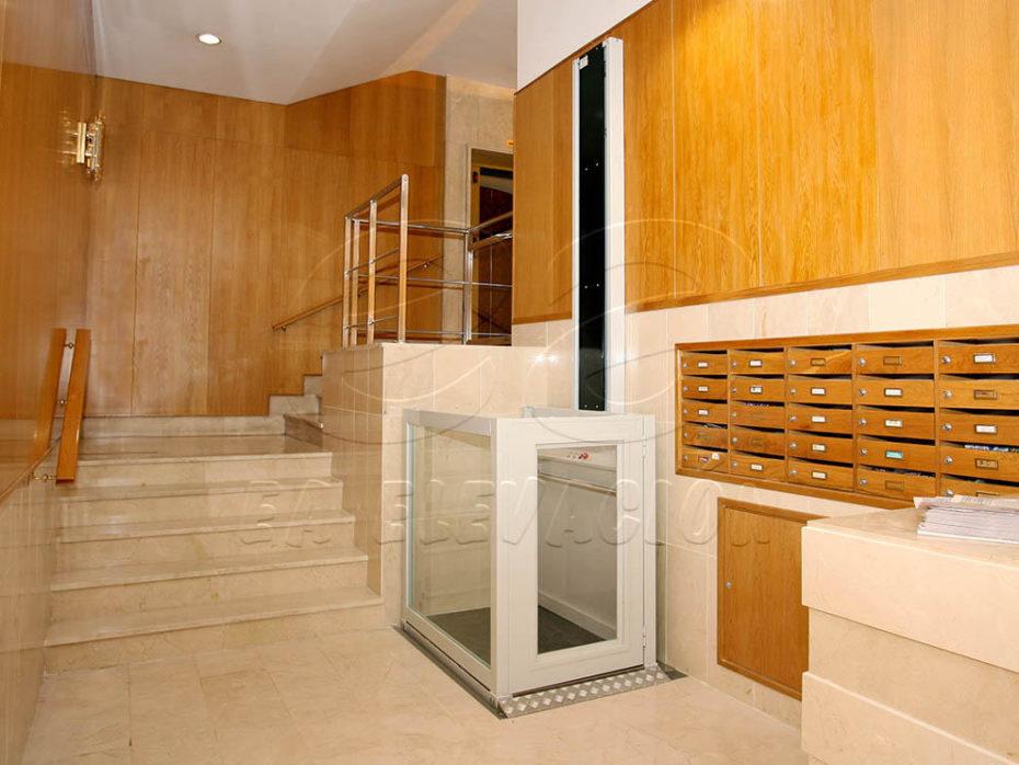Instalación de elevadores verticales en Málaga, son la solución ideal de accesibilidad para suprimir barreras arquitectónicas a personas con movilidad reducida.