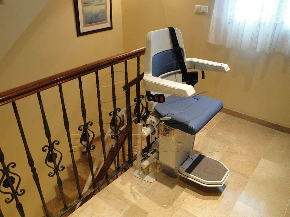 Instalaci n de una silla salvaescaleras en c rdoba - Silla elevadora para escaleras ...