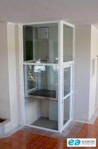 elevador vertical corto recorrido piso de vecinos